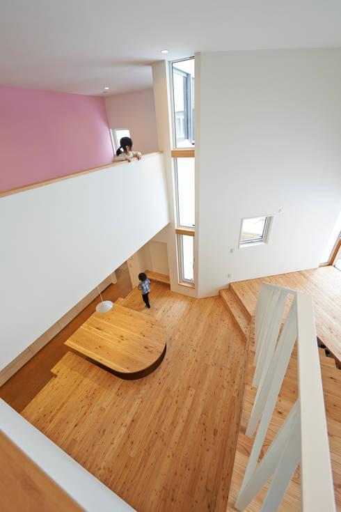 やじるしの家: アトリエモノゴト 一級建築士事務所が手掛けたダイニングです。