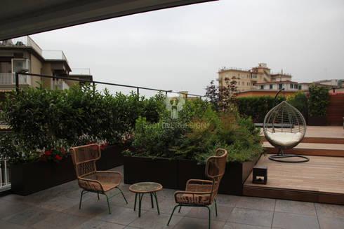 Giardino pensile nel centro di Napoli....... di Scottiverdesign | homify