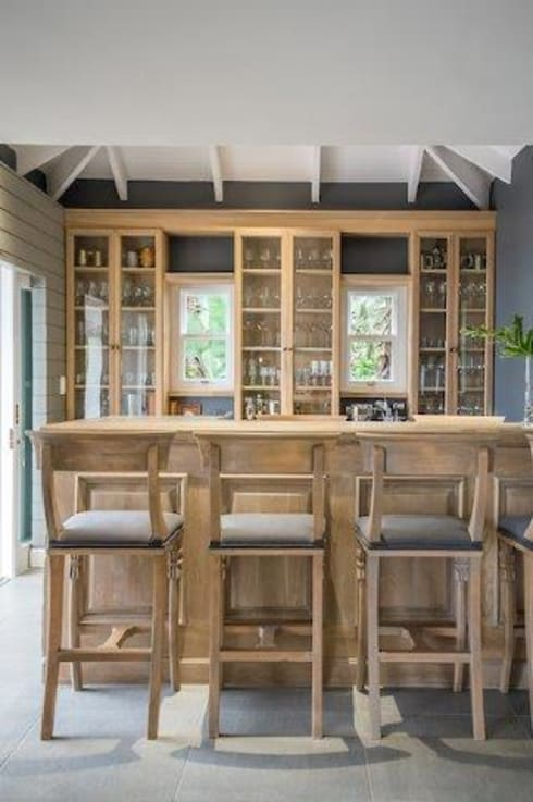 Beach Front House: eclectic Wine cellar by JSD Interiors