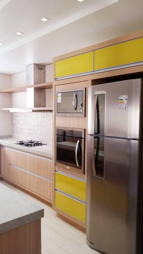 CASA MD - FLORIANÓPOLIS SC: Cozinhas modernas por Arching - Arquitetos Associados