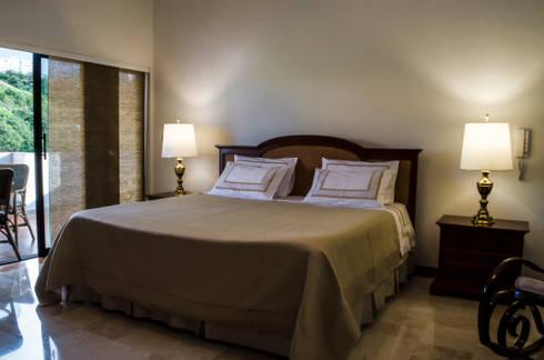 Habitación Principal: Habitaciones de estilo ecléctico por Tejero & Ángel Diseño de Interiores