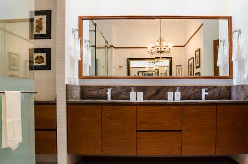 Baño Principal 02: Baños de estilo ecléctico por Tejero & Ángel Diseño de Interiores