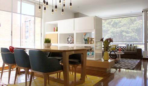 LA CAROLINA: Salones de estilo  por D Interior