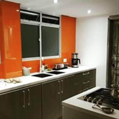 Apartamento BogotaBogota: Cocinas de estilo ecléctico por Heritage Design Group