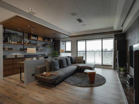 大面採光:  客廳 by 存果空間設計有限公司