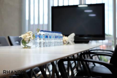 TrayTek Office:  Ruang Kerja by rhandystudio
