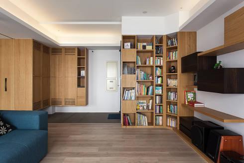 玄關及客廳收納:  客廳 by 禾光室內裝修設計 ─ Her Guang Design