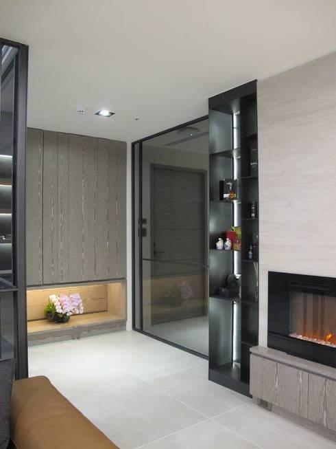 打造優雅的築夢居:  走廊 & 玄關 by 雅舍斯室內設計