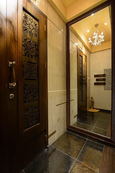 Matunga Apartment:  Corridor & hallway by Fourth Axis Designs