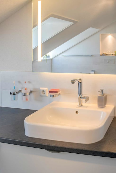 Modernes Aufsatzwaschbecken:  Badezimmer von homify