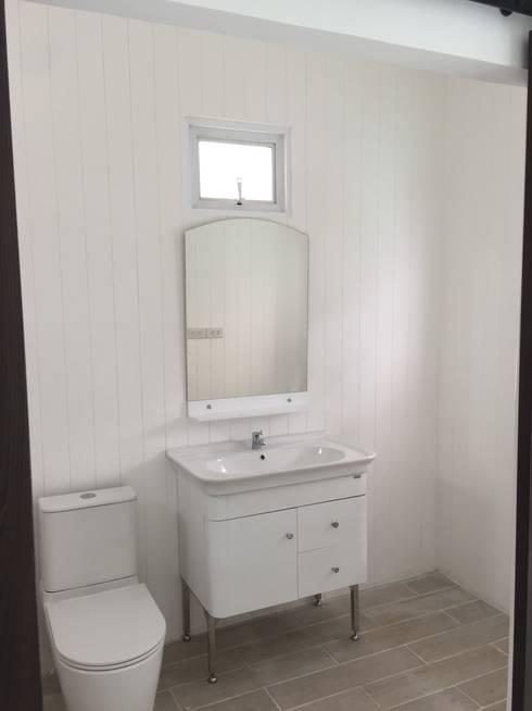 ดอนเมือง type one plus:  ห้องน้ำ by P Knockdown Style Modern