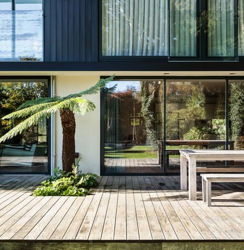 Стеклянные двери в . Автор – Concept Eight Architects