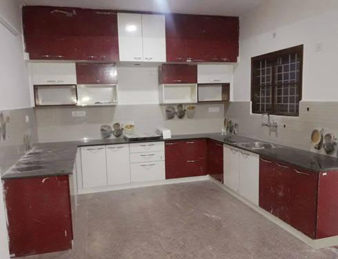 U Shaped Kitchen Interior Design: modern Kitchen by Scale Inch Pvt. Ltd.