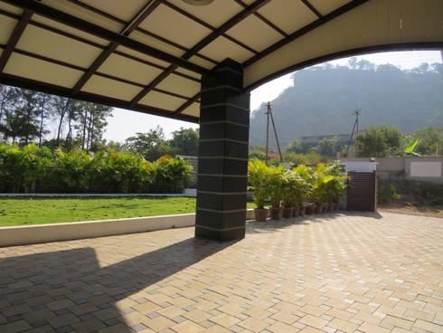 Entrance Porch: modern Garden by Spacecraftt Architects