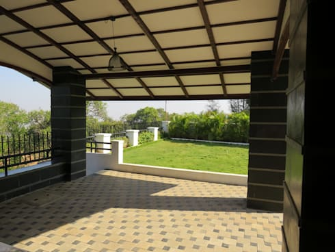 Entrance Porch and Garden:  Corridor & hallway by Spacecraftt Architects