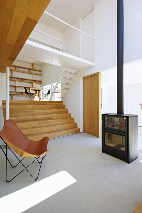 土間: 空間建築-傳 一級建築士事務所が手掛けた廊下 & 玄関です。