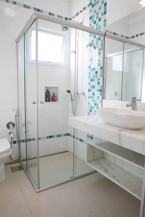 Baños de estilo  por Fernanda Quelhas Arquitetura