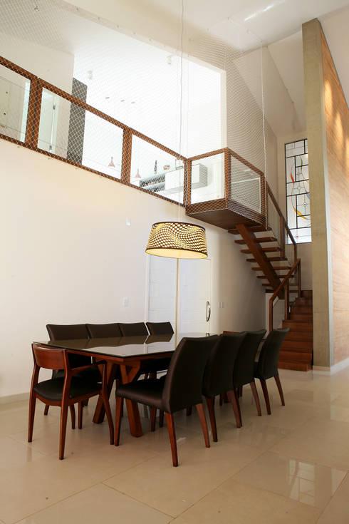 Comedores de estilo  por Fernanda Quelhas Arquitetura