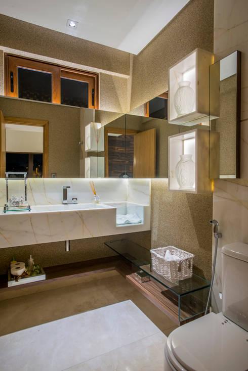 modern Bathroom by Danielle Valente Arquitetura e Interiores