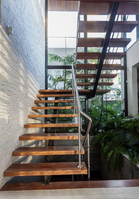 Corridor & hallway by Ruschel Arquitetura e Urbanismo