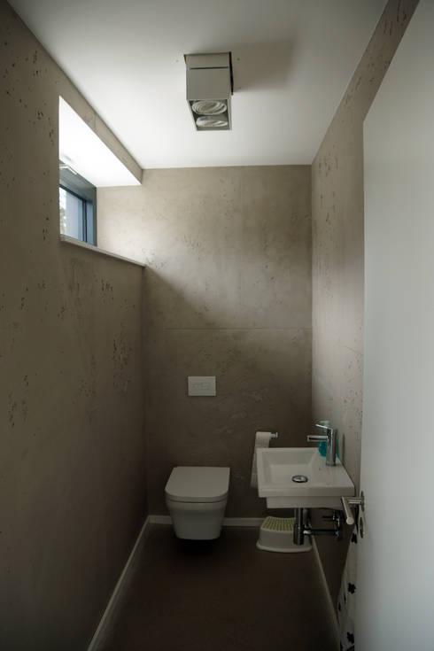Bathroom by PlanKopf Architektur