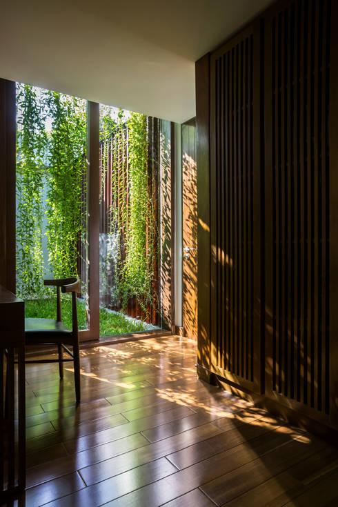 Nhà hộc kéo - Drawers House:  Khách sạn by MIA Design Studio