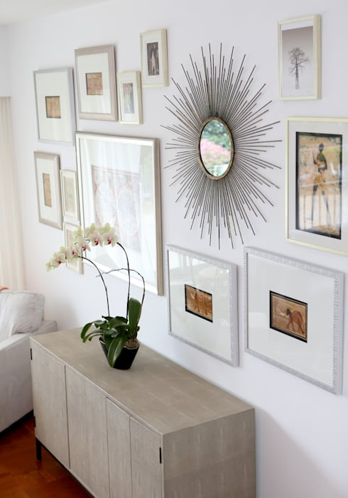 Repulse Bay Living/Dining Room: modern Living room by B Squared Design Ltd.