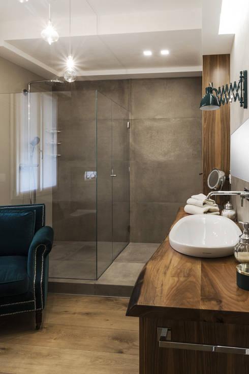 Projekty,  Łazienka zaprojektowane przez Viú Architettura