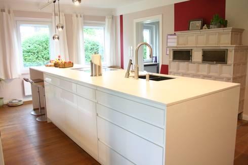 Creativ Küchen hochglanz weiße grifflose wohnküche mit vielen technischen
