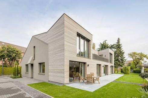 Kerzenmanufaktur Gartenseite: moderne Häuser von ZHAC / Zweering Helmus Architektur+Consulting