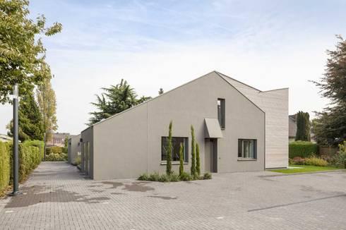 Kerzenmanufaktur Eingangsseite: moderne Häuser von ZHAC / Zweering Helmus Architektur+Consulting