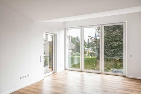 Umbau Kerzenmanufaktur: moderne Wohnzimmer von ZHAC / Zweering Helmus Architektur+Consulting