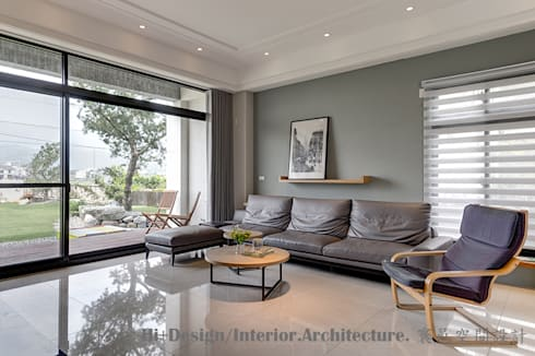 客廳沙發背牆:  客廳 by Hi+Design/Interior.Architecture. 寰邑空間設計