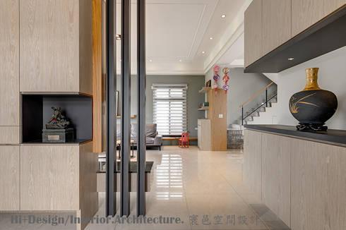 玄關:  走廊 & 玄關 by Hi+Design/Interior.Architecture. 寰邑空間設計