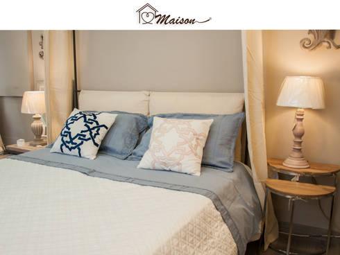 Letto in stile provenzale con cuscini di Maison | homify
