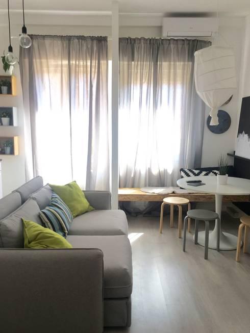 Ruang Keluarga by Home Lifting