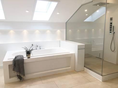 Badezimmer: minimalistische Badezimmer von Langmayer Immobilien & Home Staging
