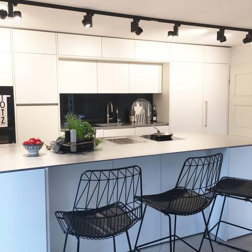 Küche: moderne Küche von Langmayer Immobilien & Home Staging