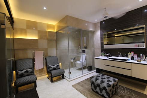 Introverted House: modern Bathroom by Conarch Architects