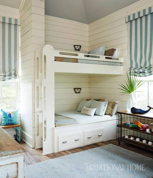 rustic Bedroom by Lustrarte Lighting
