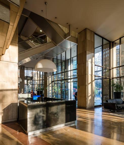 Edificio CCHC: Edificios de Oficinas de estilo  por Bschneider Arquitectos e Ingenieros