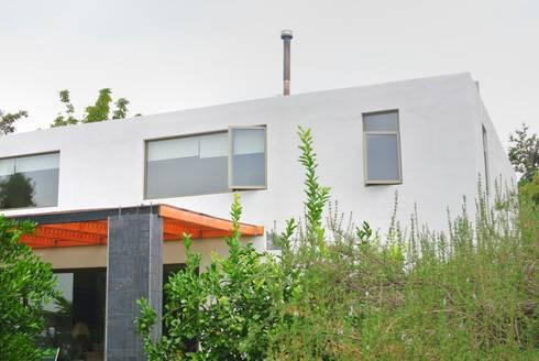Casa Lo Cañas: Casas de estilo mediterraneo por AtelierStudio