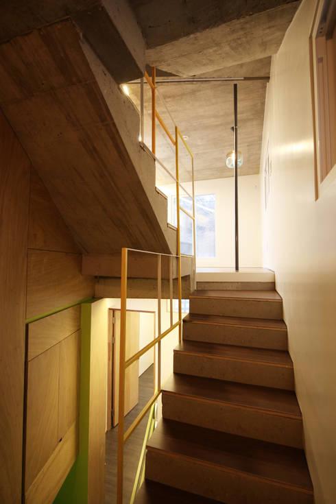 SAI_190  [바람이 불어오는 집]: yoonzip interior architecture의  복도 & 현관
