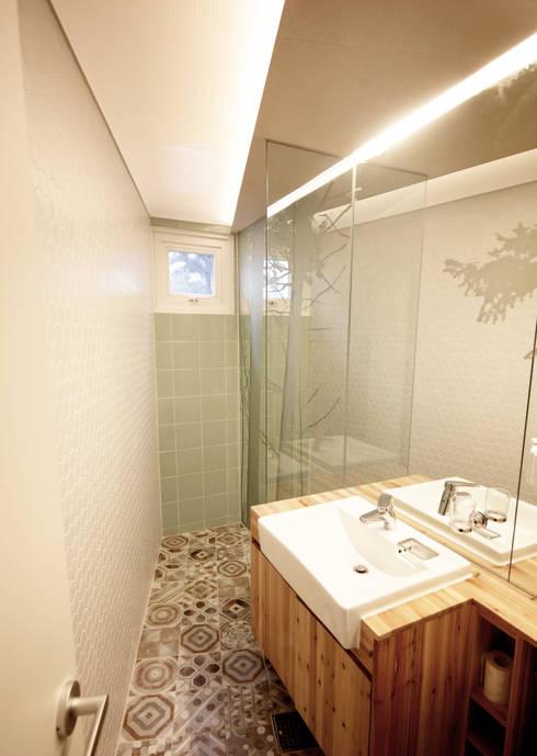 SAI_190  [바람이 불어오는 집]: yoonzip interior architecture의  욕실