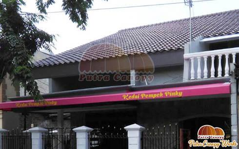 Canopy Kain Kedai Pempek Jakarta:  Balconies, verandas & terraces  by Putra Canopy