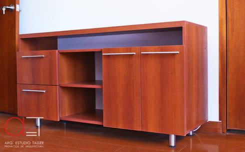 Mueble TV.: Dormitorios de estilo  por Arq. Estudio Taller