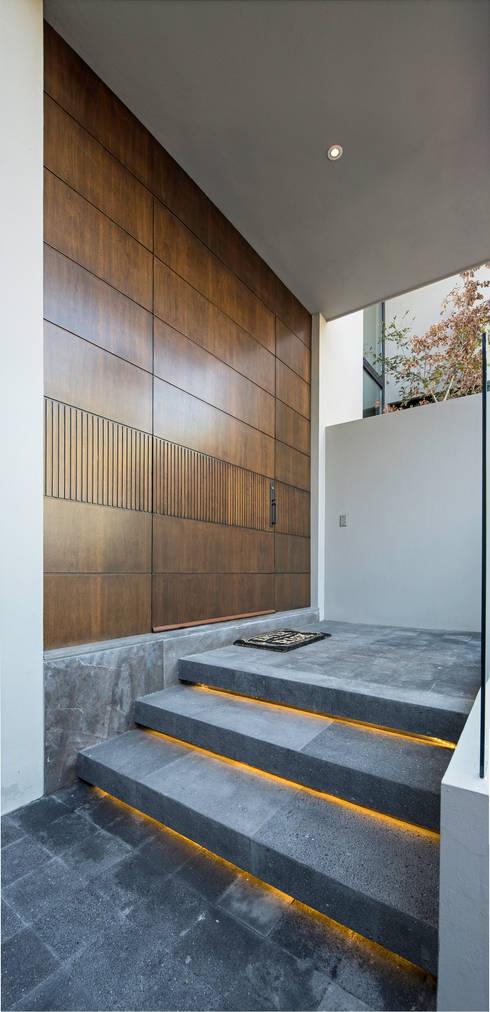 Puertas de estilo  por Rousseau Arquitectos