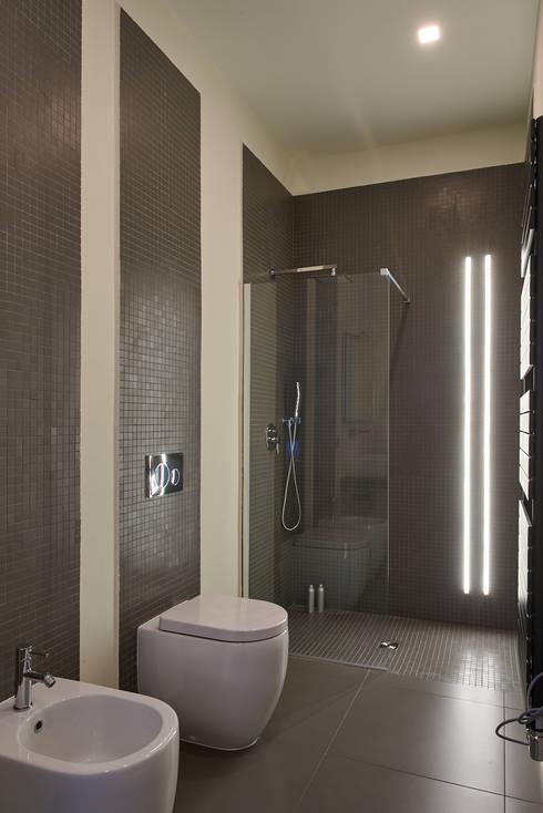 Baños de estilo moderno de ArchiDesign LAB