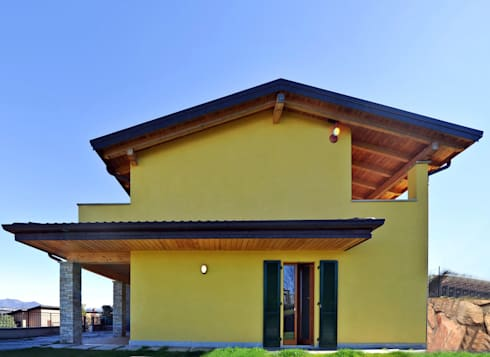 Complesso residenziale in legno sul lago di novello case for Piani di casa sul lago per lotti ripidi