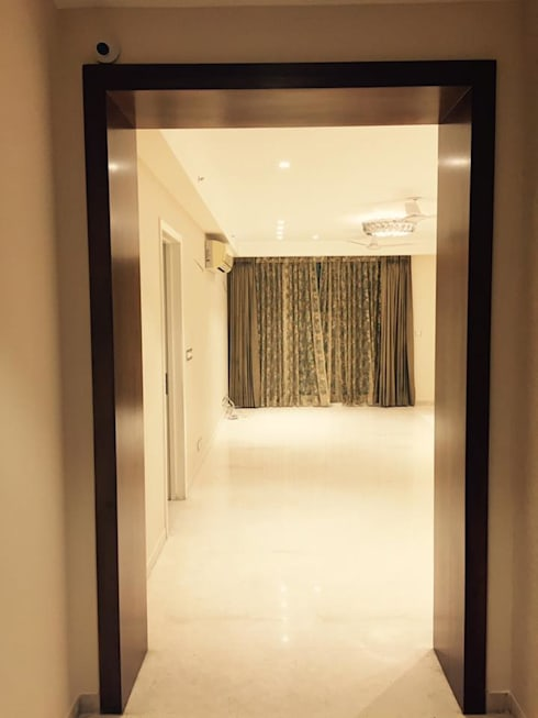 Residence at DLF Park Place:  Corridor, hallway & stairs  by INTROSPECS